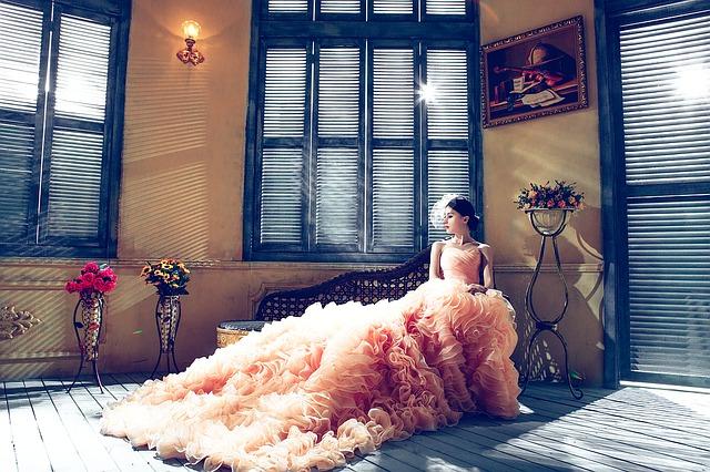 okna, květiny, žena, dlouhé šaty