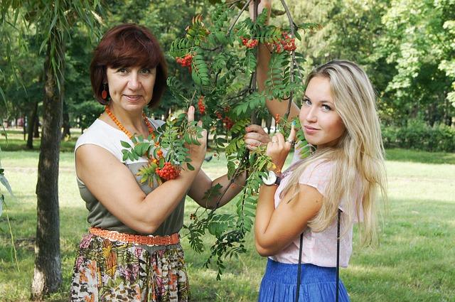 máma a dcera u stromu