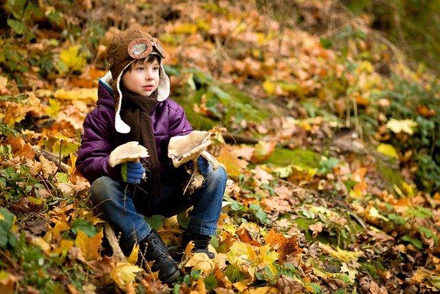 chlapec a podzim