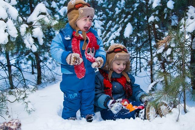 děti ve sněhu