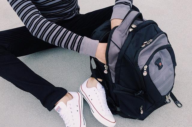 studentka s batohem.jpg
