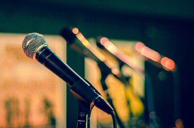 čtyři mikrofony.jpg