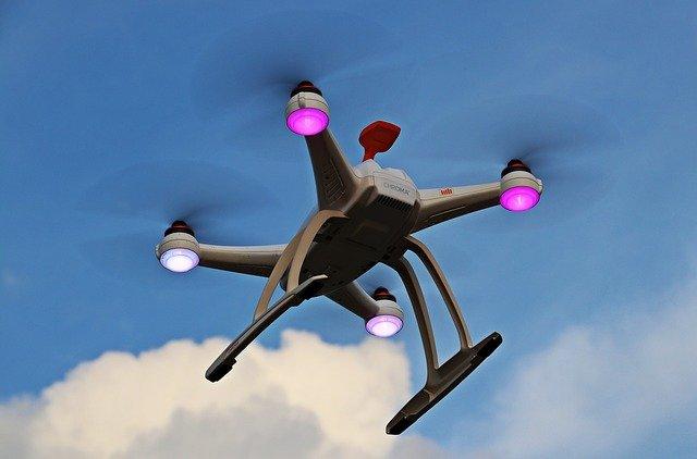 svítící dron